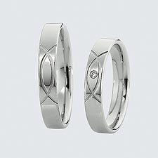 Verighete cu briliante.  Cu interiorul bombat, pentru un confort maxim la purtare  Modificări şi variante posibile  - aur de 14k sau 18k  - pot fi realizate din aur alb, aur galben sau aur roz  - pot fi livrate şi în varianta fără briliante  - la cerere sunt posibile şi alte modificări  Gravura este gratuită şi se poate realiza din diferite tipuri de caractere.    Cutiuţa originală de verighete Saint Maurice este de asemenea oferită gratuit. Wedding Rings, Engagement Rings, Jewelry, Jewellery Making, Commitment Rings, Jewerly, Wedding Ring, Jewlery, Diamond Engagement Rings