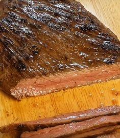 Sous vide FlankSteak.... Sådan gør du Sous Vide Cooking, Outdoor Cooking, Delish, Food And Drink, Snacks, Dishes, Meat, Sousse, Kitchens