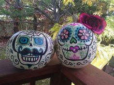 Dia de los muertos pumpkins 2011 Fake Pumpkins, Painted Pumpkins, Halloween Pumpkins, Halloween 2015, Halloween Crafts, Halloween Decorations, Halloween Stuff, Halloween Ideas, Pumpkin Books