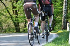 Desde www.feelingspain le proponemos participar en una experiencia única, exclusiva, de alto nivel: realizar el Camino de Santiago en bicicleta con un ciclista que goza de un reconocido palmarés internacional.     Pocas experiencias hay más gratificantes que hacer un recorrido en bicicleta para disfrutar de un determinado entorno.    La bicicleta conjuga a la perfección la posibilidad de