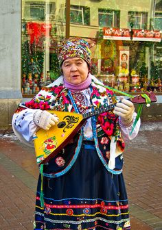 Street musician on the Arbat - Moscow, Russia Cultures Du Monde, World Cultures, Ukraine, We Are The World, People Around The World, Expo Milano 2015, Street Musician, Russian Culture, Russian Federation