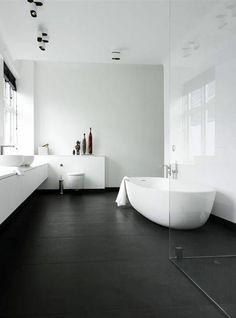 modernes badezimmer helle wände dunkler boden deko