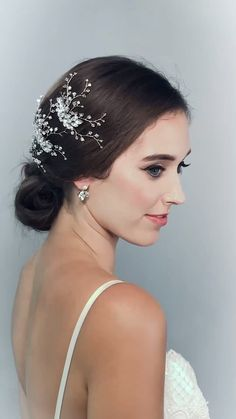 Hermione Harbutts glistening Radiance Hairpins has all the sparkle for your wedding hair. Make your special day extra special with extra sparkle! Make Up by Kayleigh K MUA. Gown by Suzanne Neville. Hair Accessories by Hermione Harbutt. Wedding Hair Up, Wedding Makeup, Hair Pieces For Wedding, Korean Wedding Hair, Korean Hair, Best Wedding Hairstyles, Bride Hairstyles, Natural Hair Styles, Long Hair Styles