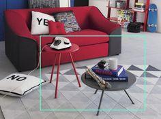 studio avec petites tables basses rouge et grise