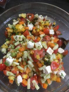 Sommerlicher Salat, ein gutes Rezept mit Bild aus der Kategorie Gemüse. 61 Bewertungen: Ø 4,6. Tags: Eier oder Käse, einfach, Gemüse, Party, Salat, Schnell, Sommer, Vegetarisch