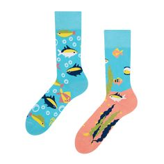 Did you also long for a huge aquarium full of colourful fishes? Let us at least partially fulfill your dream. Unfortunately, we cannot offer you an aquarium, but we have these beautiful Good Mood colourful socks with aquarium fishes. Colorful Socks, Colorful Fish, The Ultimate Gift, All About Eyes, Aquarium Fish, Good Mood, Dreaming Of You, At Least, Fun