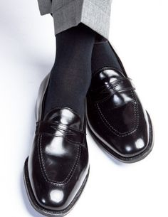 These men's black cotton dress socks are made with an exceptionally soft mercerized cotton. Expertly knitted at a third-generation North Carolina mill, these fashionable socks are a timeless addition
