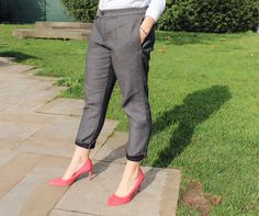 Look: Boyfriend trousers - #fashion #look #blogger #trousers #shirt #outfit #london #streetstyle #pink