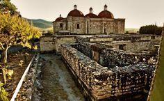 ☀ San Pablo Villa de Mitla, Oaxaca - (Declarado #PuebloMágico en 2015) Este poblado tiene gran cantidad de artesanos dedicados a la creación de bordados y elaboración de mezcal artesanal; además cuenta con una importante zona arqueológica del posclásico tardío (950 - 1521 d.C.) ;) ¡Lánzate a conocerlo!