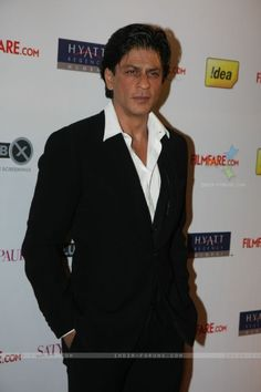 Shah Rukh Khan at Filmfare Awards 2011 Nominations  - Bollywood men do not button their shirts