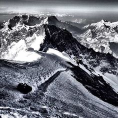 NG ....... Everest ascent - about 50 Photos  ..... See http://ngm.nationalgeographic.com/everest/photo-gallery?source=hp_dl4_ngm_everest20120428#/8