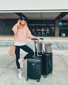 Classic And Casual Airport Outfit – comfy travel outfit summer Winter Travel Outfit, Winter Outfits, Summer Outfits, Casual Outfits, Fashion Outfits, Casual Travel Outfit, Cute Travel Outfits, Summer Travel, Spring Outfits Travel