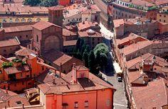 """Piazza Santo Stefano e i tetti di Bologna (foto di MCphoto via """"Succede solo a Bologna"""")"""