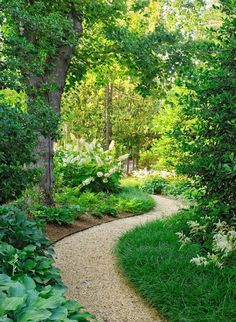 Ultimate collection of 25 most beautiful & DIY friendly   garden path ideas and very helpful resources from a professional landscape designer! | A Piece Of Rainbow