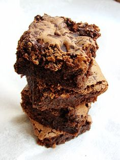 Cinnamon almond brownies are a treat for me because they're so warm and comforting and I LOVE chocolate! Sweet Desserts, Just Desserts, Sweet Recipes, Delicious Desserts, Dessert Recipes, Yummy Food, Yummy Treats, Sweet Treats, Paleo Treats