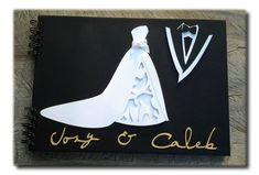 É muito bom recordar do nosso casamento e lembrar de todas as pessoas especiais que estavam presentes. Por isto, o livro de assinaturas está cada vez mais presente!   As peças aplicadas na capa  do caderno são cortadas eletronicamente, o que lhes conferem acabamento delicado.   As figuras são feitas em camadas, que são montadas e coladas umas sobre as outras, artesanalmente, Toda a Linha Noivinhos Amor no Papel em http://www.elo7.com.br/cartao-noivos/al/47B98