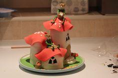 Painting the mushrooms- cake!