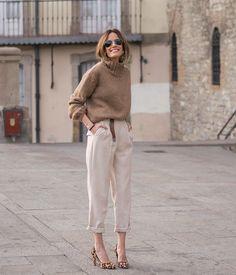 Look chic: 5 truques de estilo para parecer mais chic e rica Casual but still elegant . heels are b Fashion Mode, Fast Fashion, Work Fashion, Womens Fashion, Fashion Trends, Chic Fashion Style, Fashion Hacks, Cheap Fashion, Emo Fashion