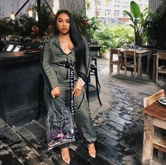 Brunch with during this crazy fashion week schedule I'm loving the hair products ✨ Date Outfit Fall, Casual Fall Outfits, Chic Outfits, Fashion Outfits, Womens Fashion, Casual Wear, Weird Fashion, Black Girl Fashion, Fashion Week Schedule