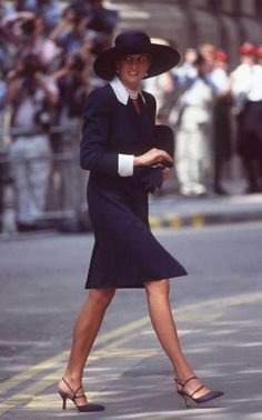 Princess Diana's fashion stylist Anna Harvey was there for every step of her journey from gauche teenager to international style icon. Princess Diana Biography, Princess Diana Photos, Princess Diana Fashion, Prince And Princess, Princess Kate, Anna Harvey, Diana Williams, Elisabeth, Lady Diana Spencer