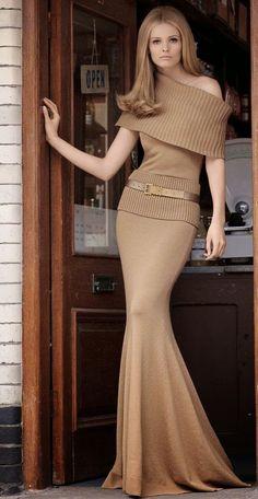 Full length knit dress by Michael Kors. I love you, Michael Kors. Look Fashion, Womens Fashion, Fashion Trends, Classic Fashion, Winter Fashion, Luxury Fashion, Lady Luxury, Fashion Mode, Fur Fashion