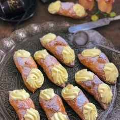 Šátečky s vanilkovým krémem diplomat - Globus Havířov Pretzel Bites, Sweet Recipes, Sweets, Bread, Cake, Ethnic Recipes, Food, Coffee, Globe