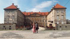 "Holíčsky zámok, veterný mlyn a ""Stonehenge"" | Lužinovci na tripe Stonehenge, Bratislava, Castles, Louvre, Building, Travel, Instagram, Viajes, Chateaus"