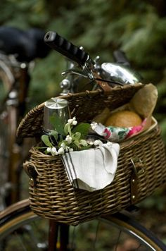 Lunch basket on bicycle...great family outing, a picnic at the park - picnic // food photography, food styling
