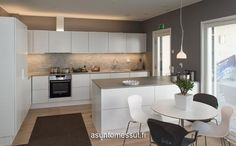 39 Kastelli - Keittiö ja ruokailutila | Asuntomessut Beach Kitchens, Home Kitchens, Wooden House, Kitchen Reno, My Dream Home, Sweet Home, New Homes, Room Decor, House Design