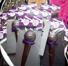 P&C real life party: Rock Star Birthday - Paper and Cake 20th Birthday, 6th Birthday Parties, Theme Parties, Birthday Celebration, Rockstar Birthday, Girl Birthday, Festa Rock Roll, Pop Star Party, Karaoke Party