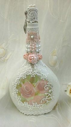 Shabby chic bottle, altered bottle with hand painted roses, pretty lace, pearl detail and faux jewels. Beautiful Old Fashion Altered bottles. Wine Bottle Art, Diy Bottle, Wine Bottle Crafts, Jar Crafts, Shabby Chic Crafts, Shabby Chic Decor, Bottles And Jars, Perfume Bottles, Glass Bottles