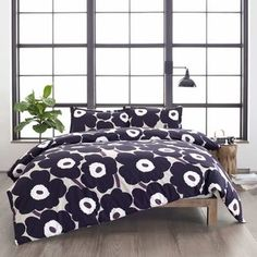 Complement your new minimalist modern bedroom with some striking bedding thanks to the Unikko Duvet Cover Set by Marimekko . A duvet cover and shams. King Duvet Cover Sets, Bed Duvet Covers, Comforter Sets, Floral Comforter, Queen Duvet, Bedding Collections, Luxury Bedding, Modern Bedding, Modern Bedroom