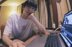 Woozi, Jeonghan, Hip Hop, Boys Are Stupid, Seventeen Wonwoo, Seventeen Wallpapers, Jeno Nct, Meanie, Pledis Entertainment