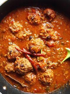 Beef, Black Bean & Rice Albóndiga Soup - Hispanic Kitchen (change rice to quinoa) Mexican Dishes, Mexican Food Recipes, Soup Recipes, Cooking Recipes, Ethnic Recipes, Spanish Dishes, Mexican Cooking, Spanish Food, Chili Recipes