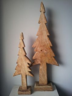 Mooi met kerst !! Houten kerstbomen. gezien bij ZuZZen.