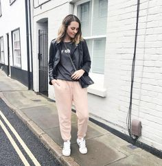 Had such a good catch up with blogger buds @tinytwisst & @hannahfgale over eggs and orange juice this morning but the cold & grey weather ended my day in a bit of a grump. However happy that I gave my new @joanieclothing jumper an outing and this cosy outfit is how I'd like to dress every day to be honest.