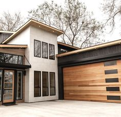 A mid century modern garage door brings contemporary style to the home. A mid century modern garage door brings contemporary style to the home.,architecture A mid century modern garage door brings contemporary style to. Design Exterior, Modern Exterior, Door Design, Garage Interior Design, Modern Home Exteriors, Mid Century Interior Design, Design Garage, Modern Homes, Future House