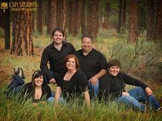 Outdoor Family Portrait Ideas | Family Portraits Outdoors