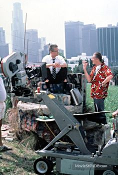Falling Down Joel Schumacher Cinematography: Andrzej Bartkowiak Photo by: Christine M. Robert Duvall, Scene Photo, Falling Down, Great Movies, Cinematography, Behind The Scenes, Baby Strollers, Schumacher, History