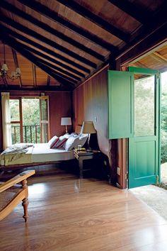47 best ideas for barn door with window woods Wood Windows, Windows And Doors, Barn Door Window, Dorm Room Doors, My Ideal Home, Glass Cabinet Doors, Glass Doors, House In The Woods, Modern Interior Design