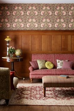 Mix It Up - Downton Abbey House – Pictures & Home Inspiration (houseandgarden.co.uk)