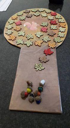 Spel voor de herfst ontworpen. Wie geraakt met zijn nootje het eerste bij de eekhoorn?..