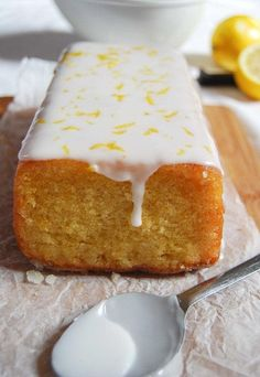 This Easy Lemon Drizzle Cake is moist, light and absolutely delicious - try it and you willl be hooked! Easy Lemon Drizzle Cake - Something Sweet Something Savoury Cake Recipes Uk, Sweet Recipes, Baking Recipes, Dessert Recipes, Lemon Recipes Uk, Vegan Lemon Drizzle Cake, Lemon Drizzle Cupcakes, Food Cakes, Cupcake Cakes