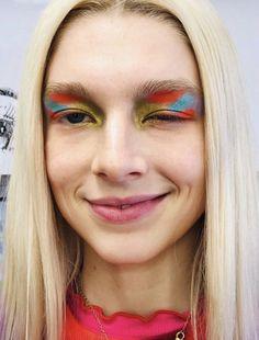 hunter schafer jules euphoria makeup colorful eyeshadow looks Edgy Makeup, Unique Makeup, Creative Makeup Looks, Cute Makeup, Makeup Goals, Makeup Art, Beauty Makeup, Hair Makeup, Gothic Makeup