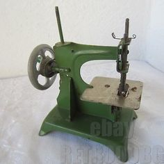 RARE ANTIQUE VINTAGE SMALL CHILD TOY SEWING MACHINE, green..