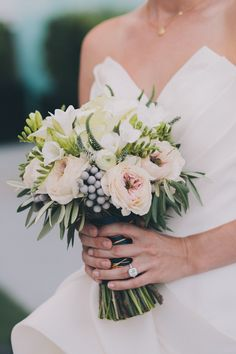 incredible winter bouquet // photo by FondlyForever.com // flowers by EGFloralDesign.com