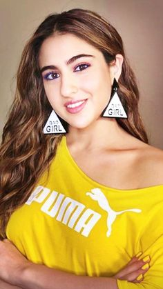 Beautiful Bollywood Actress, Beautiful Indian Actress, Hair Color For Black Hair, Hair Colour, Sara Beauty, Sara Ali Khan, Curvy Fit, Bollywood Stars, Bollywood Celebrities