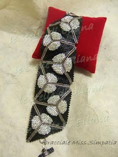 interesting pattern for peyote triangle bracelet