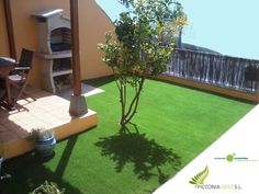 Césped artificial en pequeño jardín de vivienda adosada. Tacoronte. Picconia