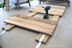 How I built the pallet wood sofa (part via Funky Junk Interiors Pallet Sectional, Diy Pallet Sofa, Diy Sofa, Diy Pallet Furniture, Outdoor Furniture Sets, Book Furniture, Furniture Ideas, Pallet Dining Table, Diy Outdoor Table